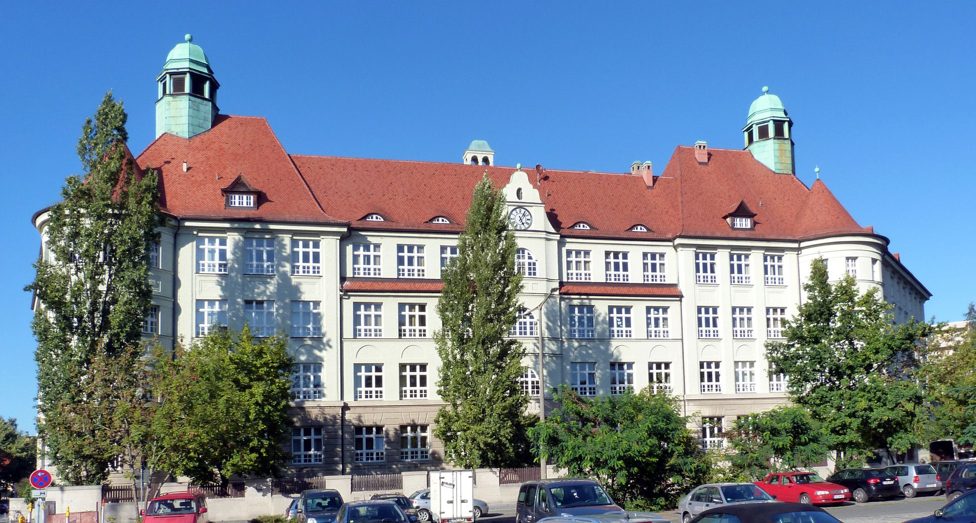 Peter-Vischer-Schule Hauptansicht (Süden)