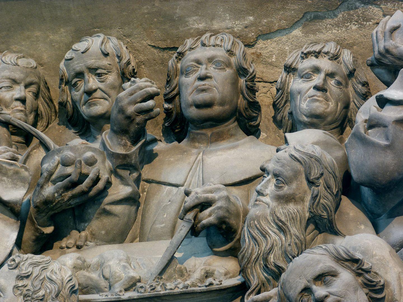 Volckamersche Gedächtnisstiftung, Reliefplatten Letztes Abendmahl, Detail: Apostelgruppe um das Passahlamm