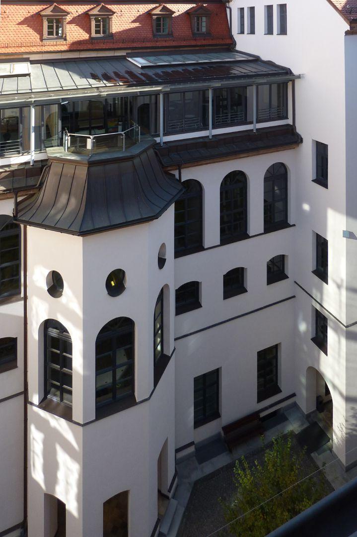 ehem. Bayerische Landesgewerbeanstalt Innenhof, Gehäuse des Treppenpodestes (oberstes Geschoss zeitgenössischer Umbau)