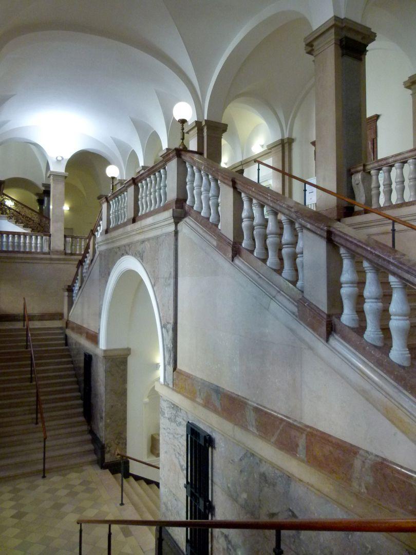 ehem. Bayerische Landesgewerbeanstalt Blick in das Treppenhaus