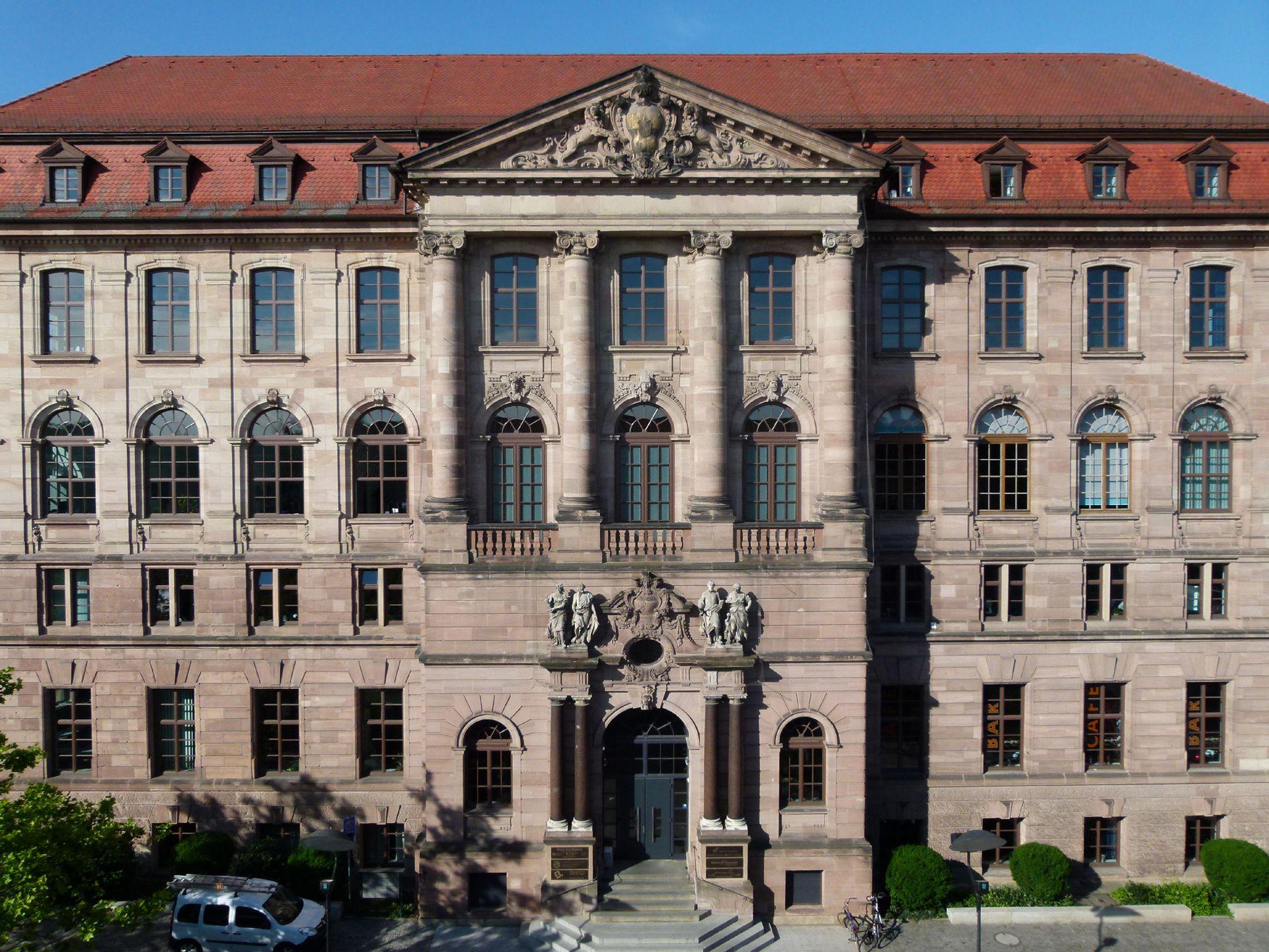 ehem. Bayerische Landesgewerbeanstalt Haupteingangsfassade, NO