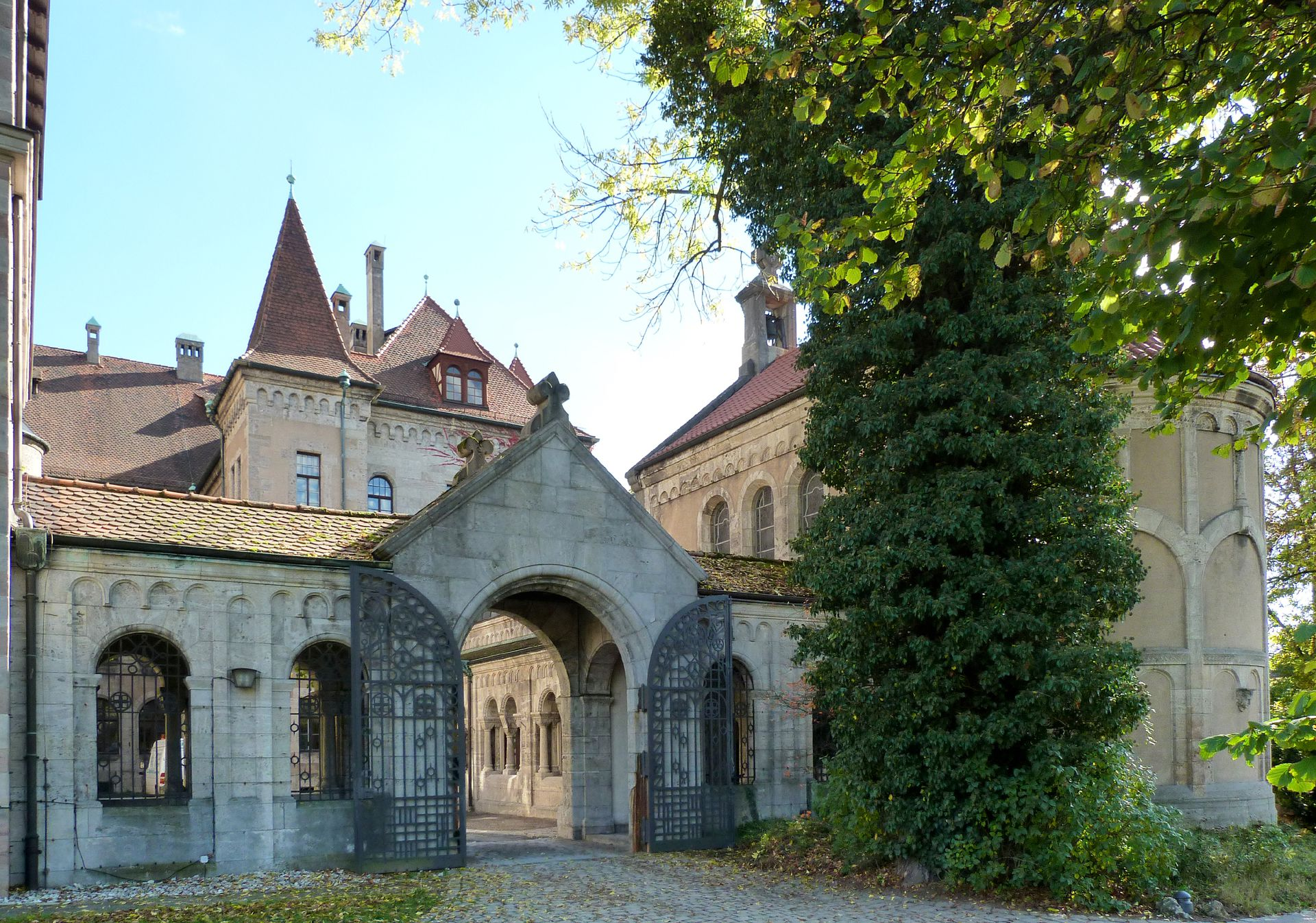 Schloss Faber-Castell Eingang in der Nürnberger Straße