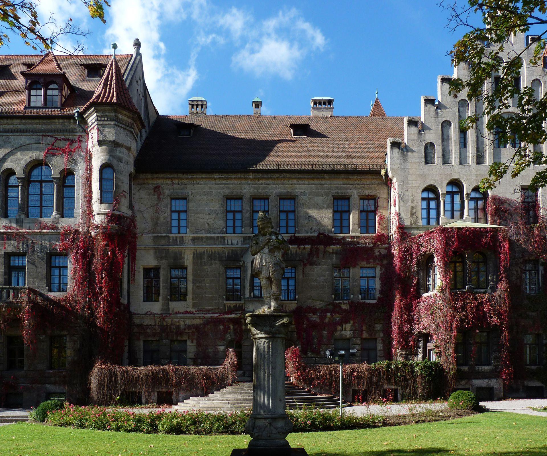 Schloss Faber-Castell Park, Südostansicht mit Brunnen