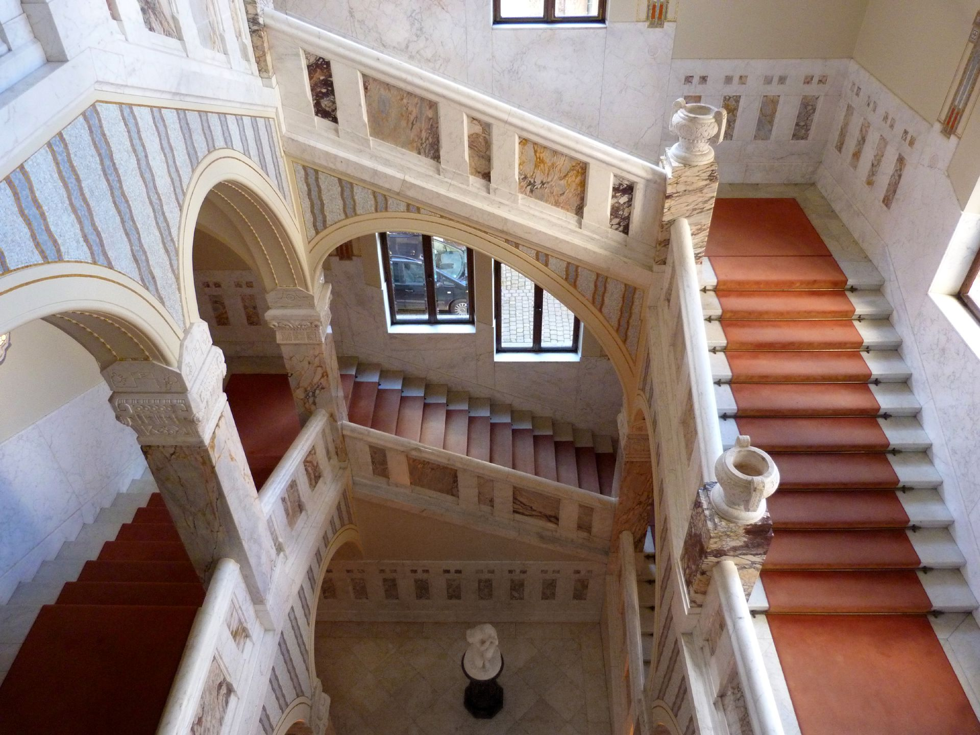 Schloss Faber-Castell Jugendstiltreppenhaus, Blick in das Treppenhaus