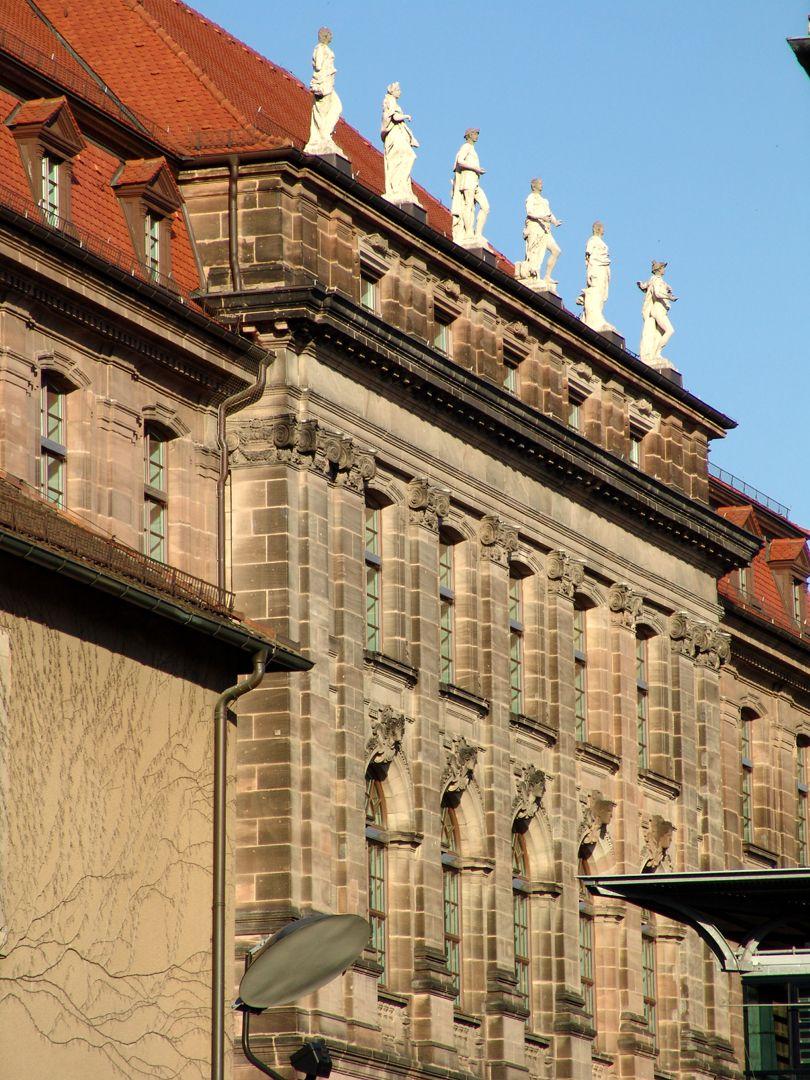 ehem. Bayerische Landesgewerbeanstalt Südwestfassade, Mittelrisalit