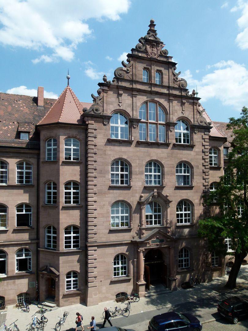 Labenwolf Gymnasium Fassadenmittelteil