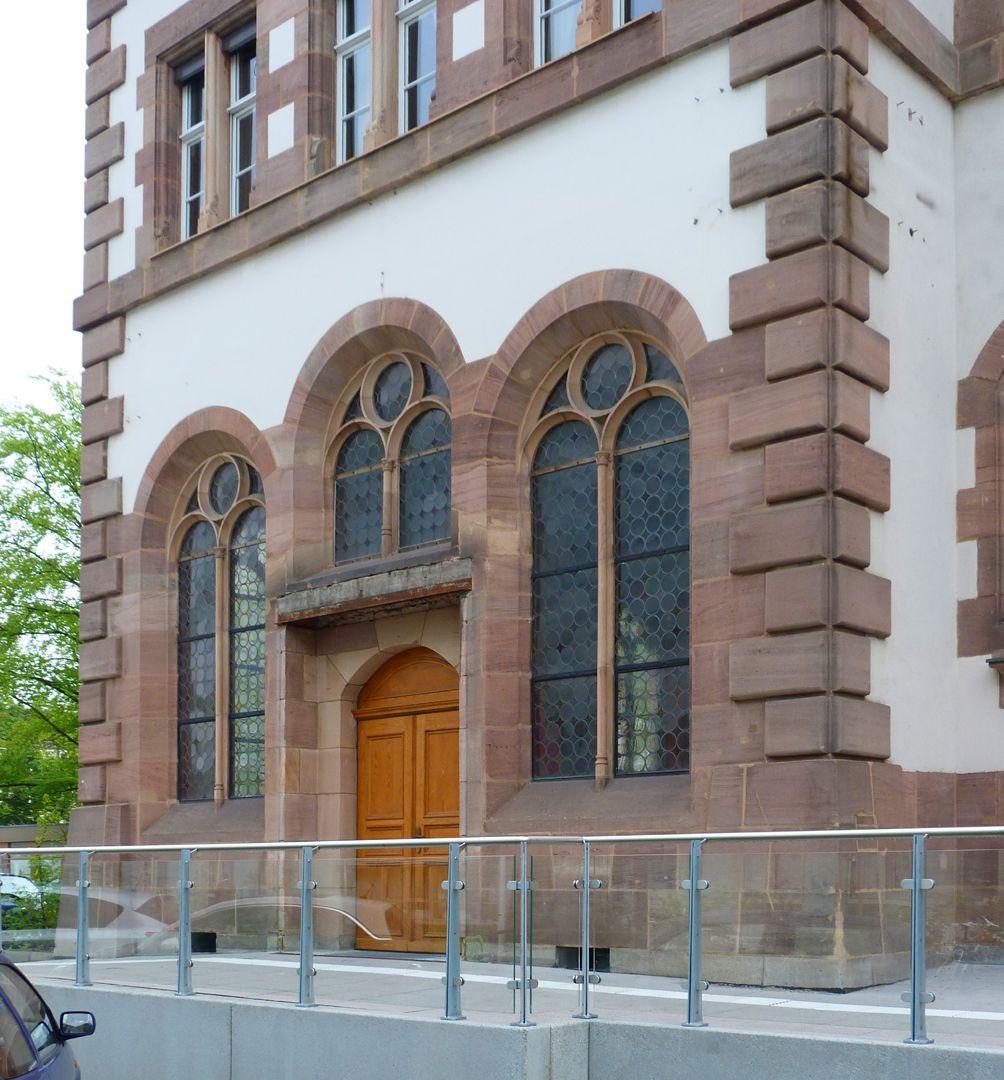 Hauptgebäude des Klinikum Nord Rückfassade, Kapelleneingang