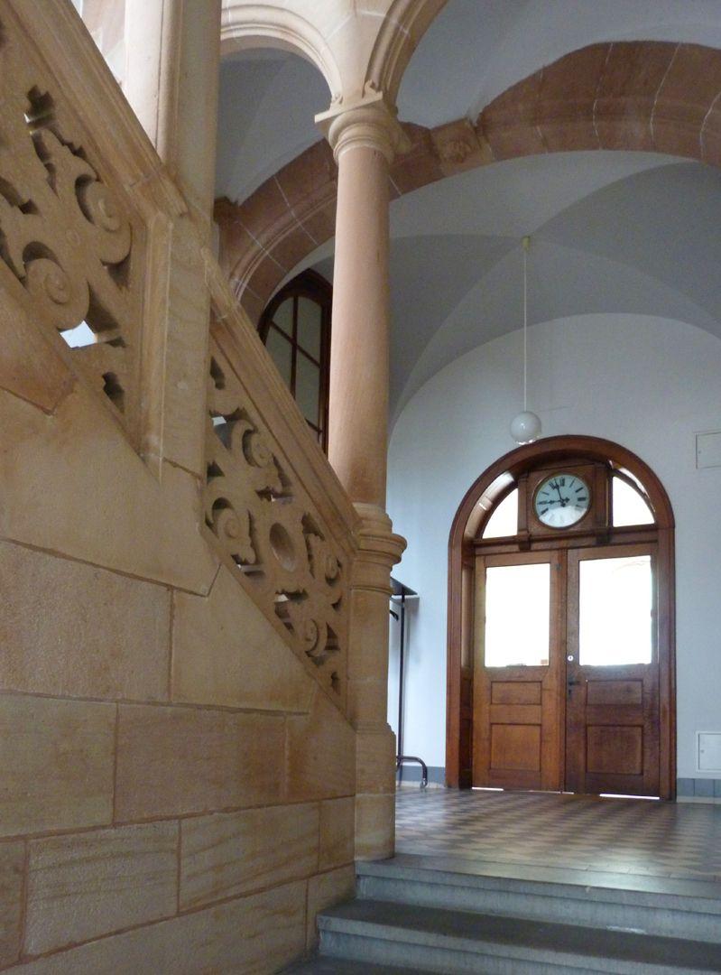Hauptgebäude des Klinikum Nord Treppenhaus zur Apotheke