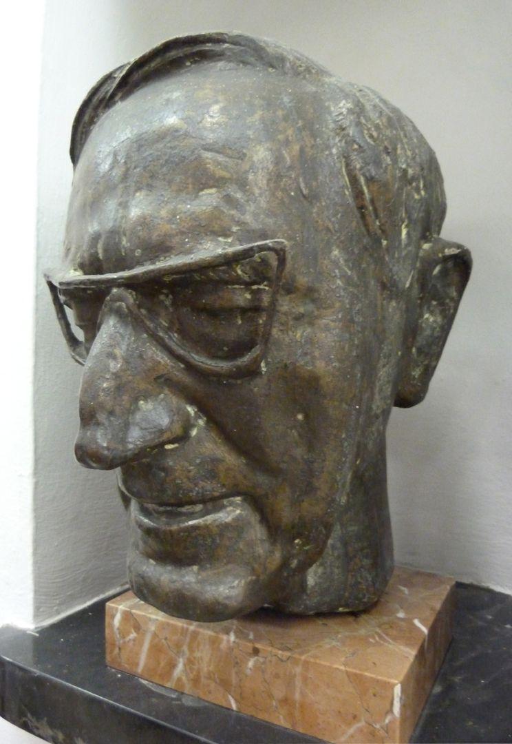 Wilhelm Rieger seitliche Ansicht von rechts