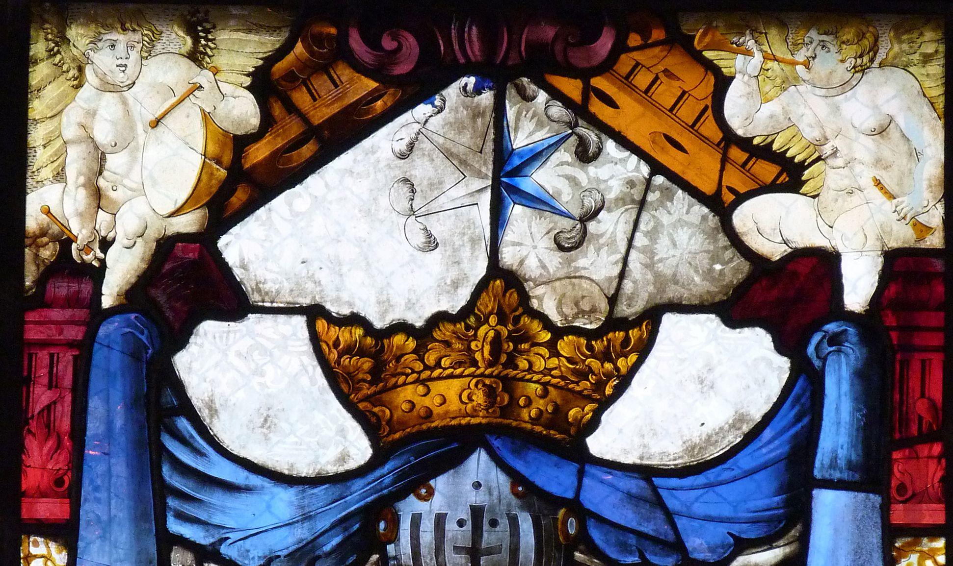 St. Bartholomäus, Chorfenster n III Geudersches Wappen,1564 Detail, Krone, Stern (zur Hälfte in blau) und Zwickelengelchen