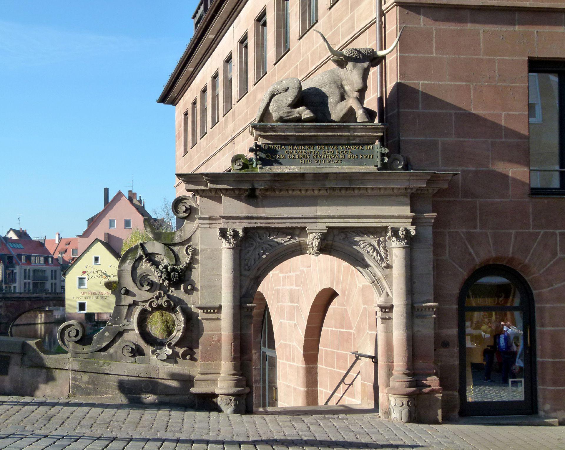 Fleischbrücke Bogenportal mit Rollwerk und Ochsenattika