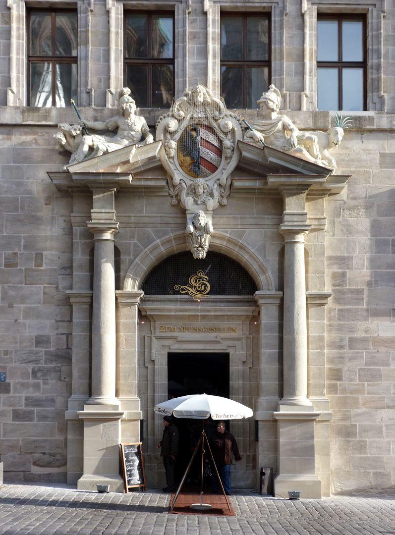 Rathaus, Wolffscher Bau rechtes Seitenportal