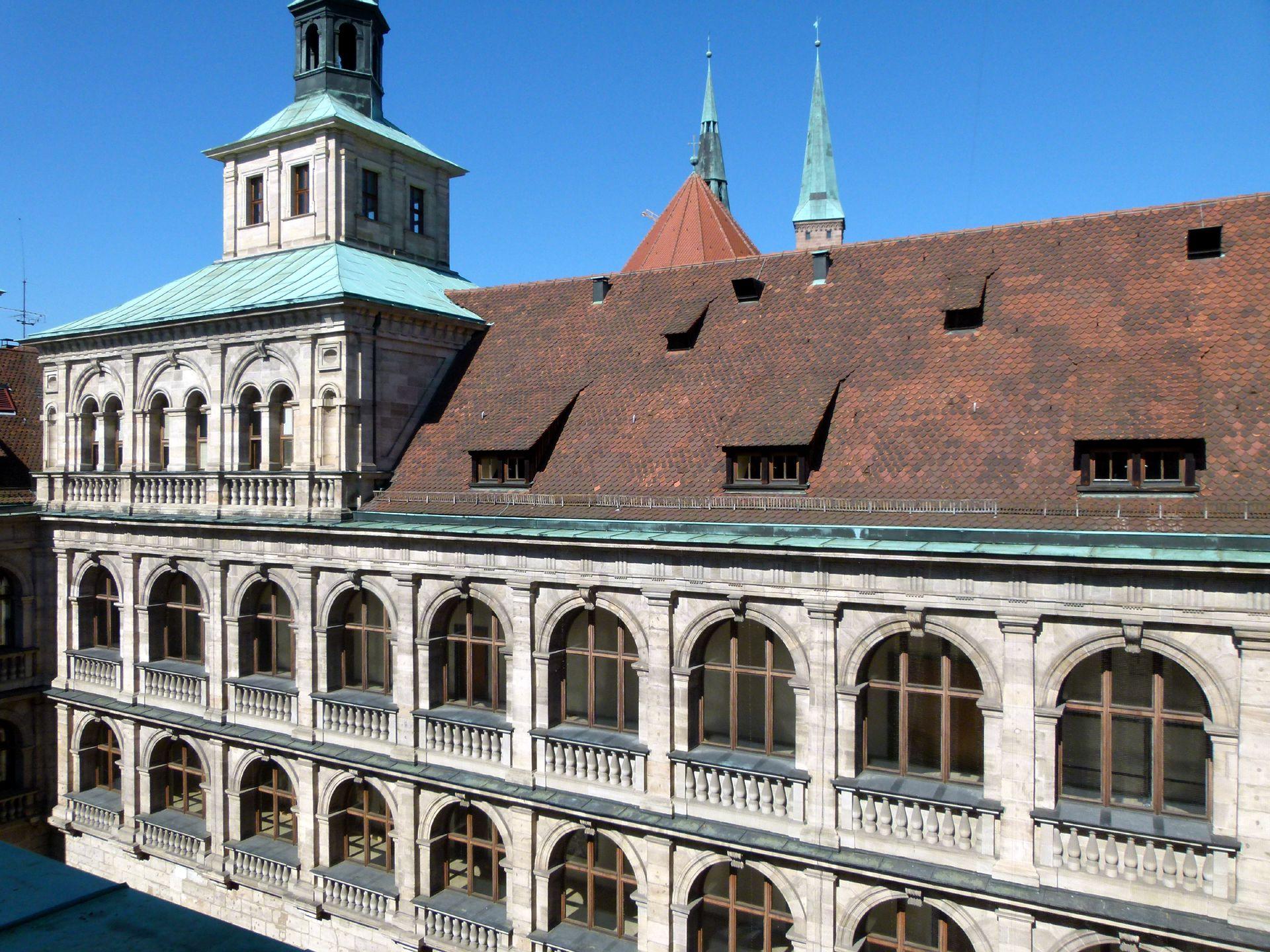 Rathaus, Wolffscher Bau Innenhof: oberes Stockwerke von Nordosten