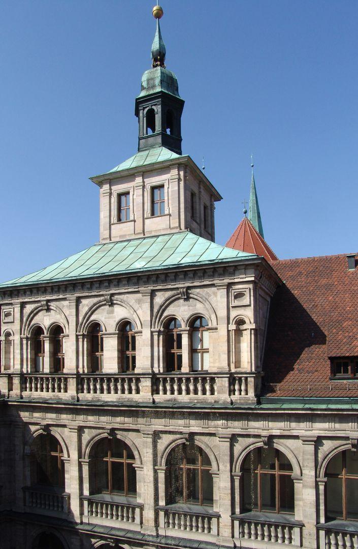 Rathaus, Wolffscher Bau Innenhof: turmartiger Dachaufbau