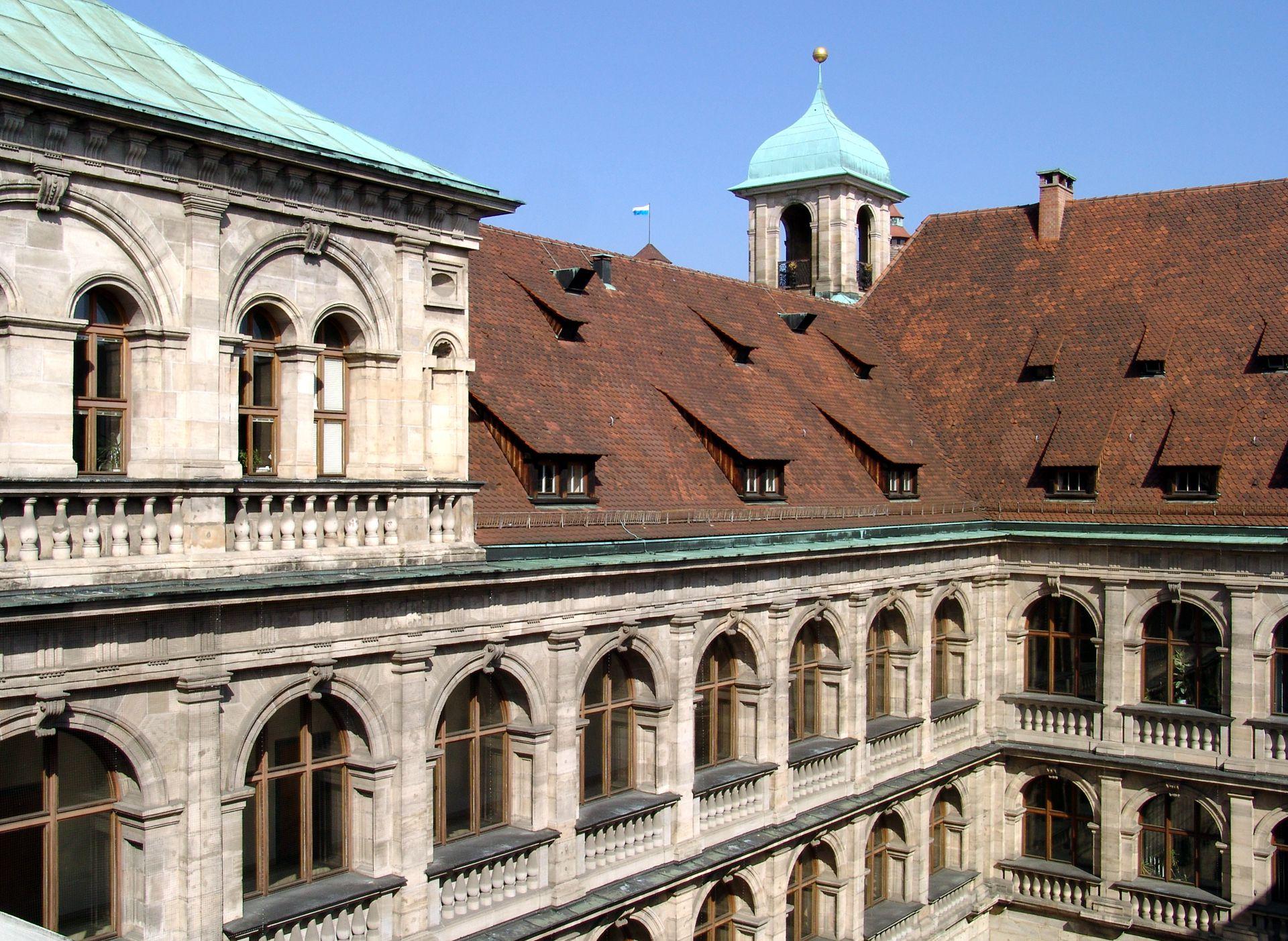 Rathaus, Wolffscher Bau Innenhof: obere Stockwerke von Südosten