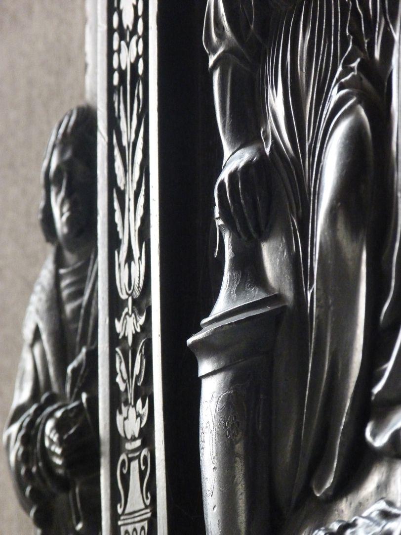 Beweinung Christi: Epitaph Eisen-Behaim Detail im Streiflicht