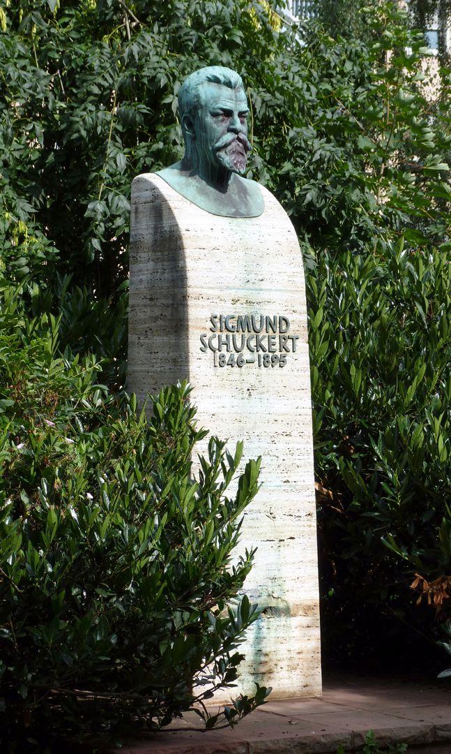 Sigmund-Schuckert-Denkmal Gesamtansicht